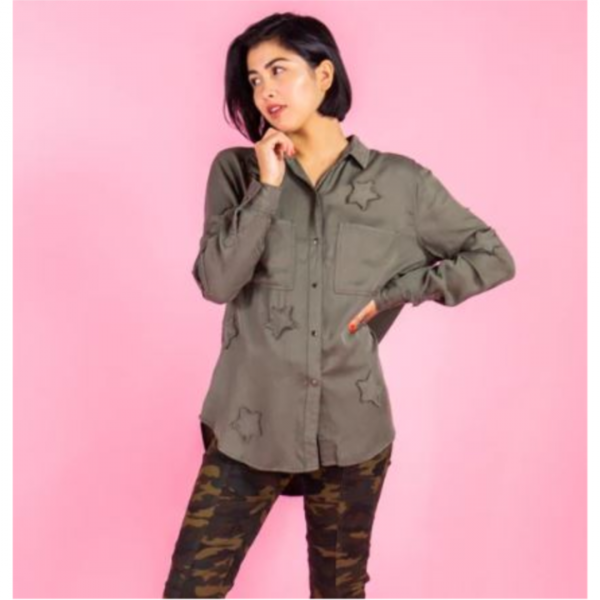 OLIVE STAR PATCH BUTTON DOWN TOP
