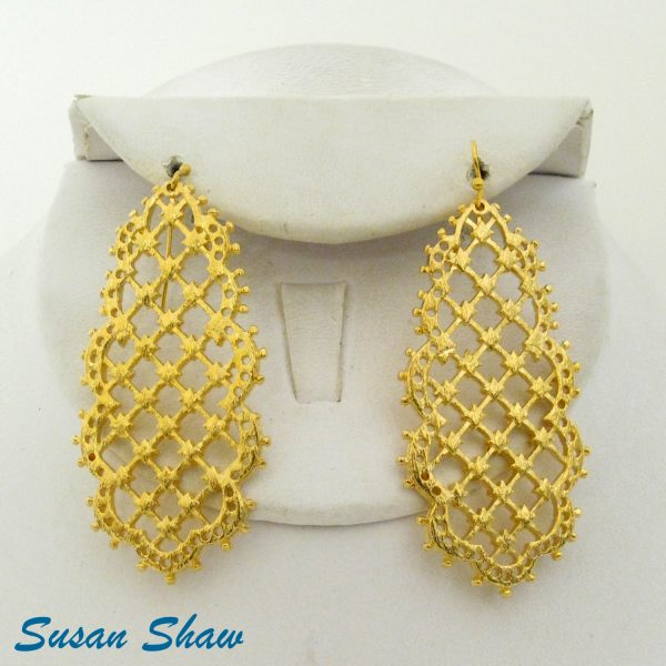 SUSAN SHAW GOLD SCALLOPED FILIGREE EARRINGS