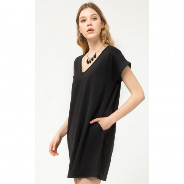 BLACK V-NECK DRESS WITH POCKETS